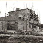 Construction d'un des bâtiments du site